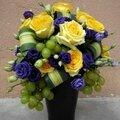 Composition Vendage Raisin Blanc, Lysianthus et Roses jaunes
