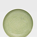 A large early-Ming Longquan celadon bowl, Yongle period (1403-1424)