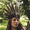 Idian Vibes, <b>headbands</b> aux longues plumes de faisans