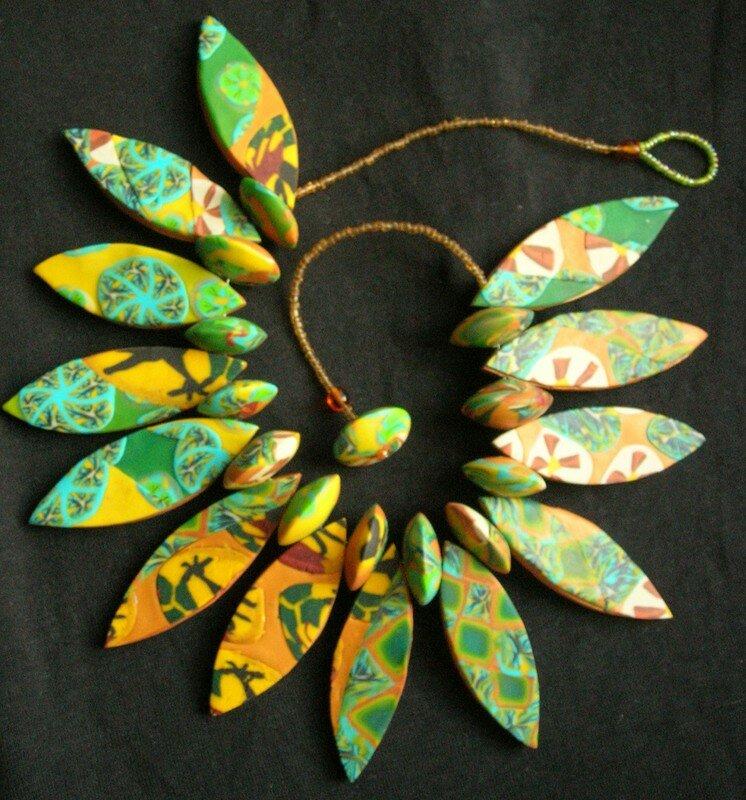 collier feuillage, tons verts et jaunes