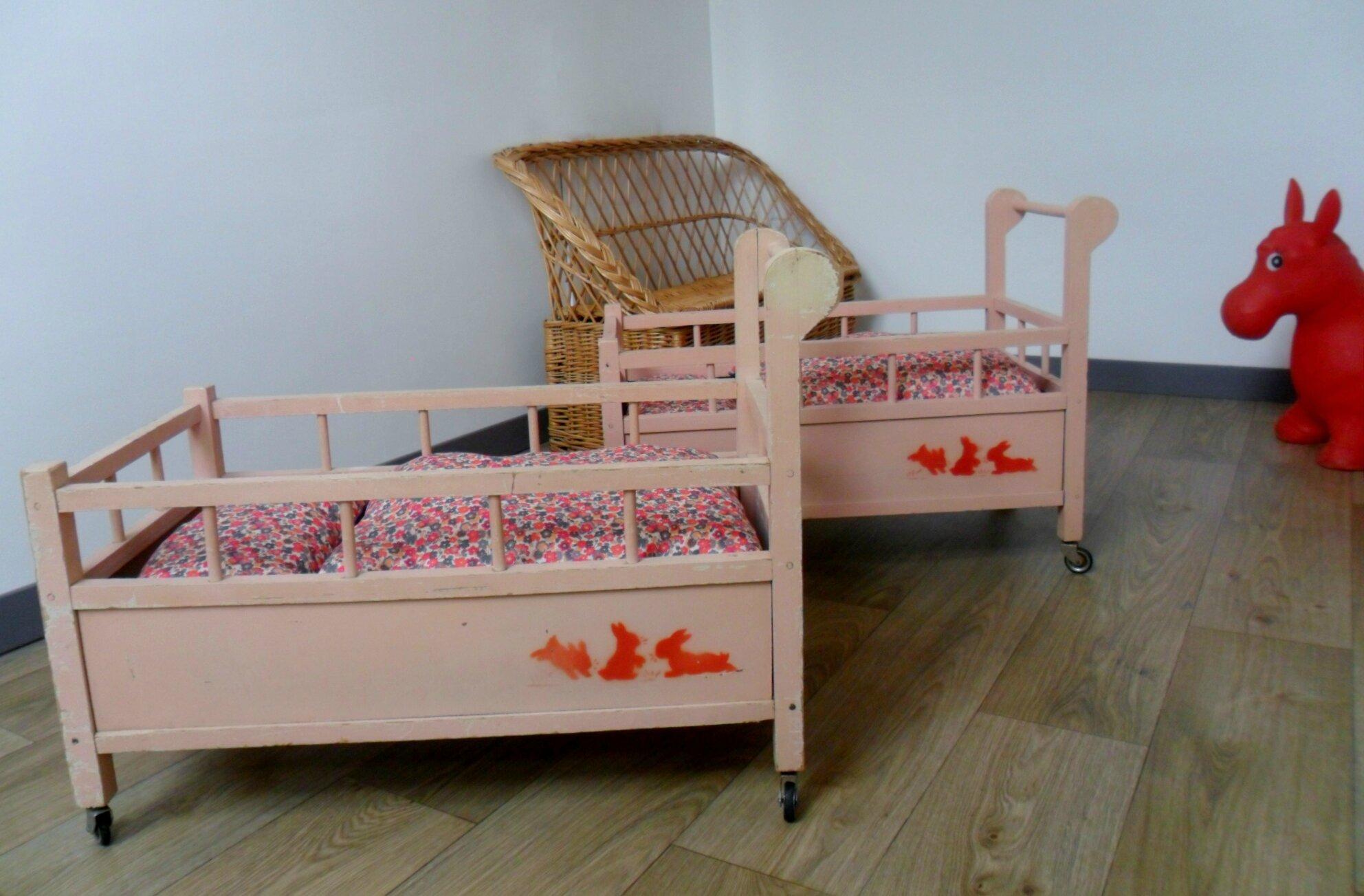 lits roulottes pour poupée, vendus, modèles en stock sur http://www.alittlemarket.com/boutique/le_torchon_en_cavale-1127475.html