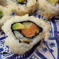 Sushis california maki au saumon, avocat, concombre, coriandre, mayonnaise au curry pour m6 100% mag - mercredi 11 novembre