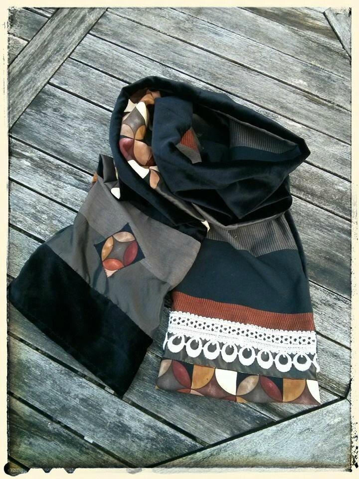 Echarpe noire brun