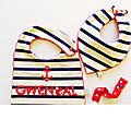 Cadeau naissance personnalisé prénom couleurs style marin rouge bleu bavoir personnalisable Gwendal bavoir bandana attache tétine cadeau bébé baptême