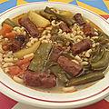 Soupe de légumes aux coquillettes et aux saucisses