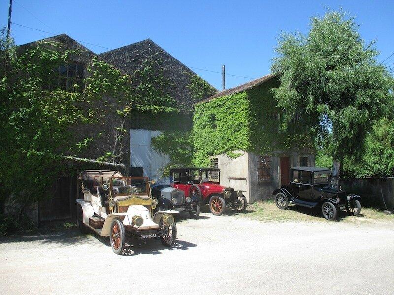 """Une visite du """"Vétéran Car Club de Suisse Romande"""" à l'Usine Aillot."""