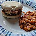 Muffins anglais façon sandwiches oeufs brouillés-bacon