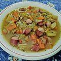 Soupe de <b>légumes</b> d'hiver aux saucisses fumées