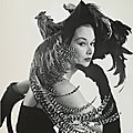 1949, Woman in Chicken Hat par Irving Penn