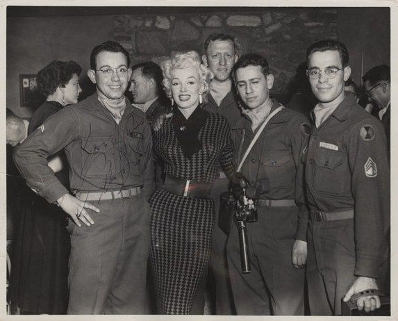 1954-02-16-5_after_perform_7th_infantery_division-1-1
