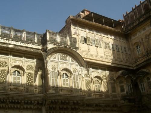 Jodhpur, facades dans la forteresse Mehranghar