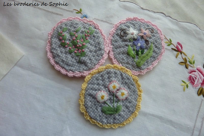 Broches brodées (13)
