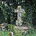 Modeste mais grande symbolique cercle et croix unis par le carré