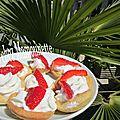 Mignardises pâte mamounette sablée sucrée aux fraises et chantilly siphonnée maison