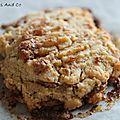 Des cookies/biscuits au beurre de cacahuètes et pépites de chocolat.