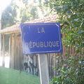 Inscription indiquant le hameau de La-République dans la Loire