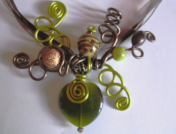 Ras du cou fil alu kaki et chocolat coeur oeil kaki (N)