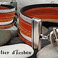 Manchette mais attache différente pour ce <b>bracelet</b> multirangs et multitextures de <b>cuirs</b> <b>orange</b> et blanc !