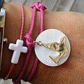 Bracelet sur lien de coton double tour, médaille blanche et colombe 22 mm en argent massif - 34 € (couleur cordon au choix)