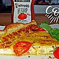 Tarte ou <b>quiche</b> feuilletée aux lardinettes de volaille, à la mozzarella et tomates cerise à l'orientale