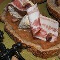 Journée internationale du câlin: tartines de camembert miel, pomme et <b>pistache</b>