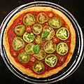 Green and red pizza