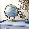 <b>Globe</b> terrestre vintage