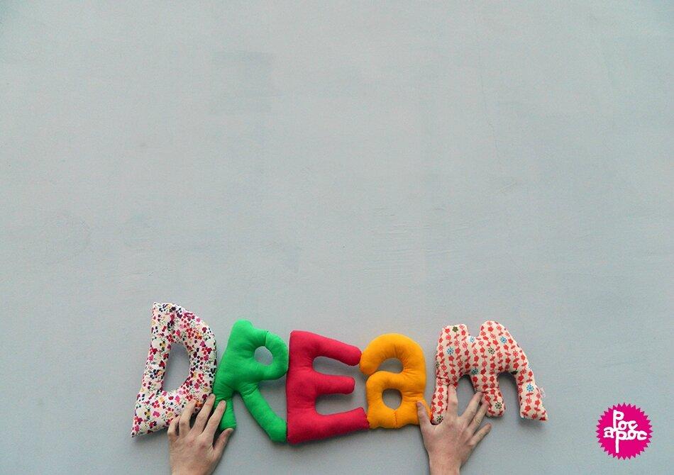 dream,mot en tissu,mot decoratif,cadeau de naissance,decoration chambre d'enfant,cadeau personnalise,cadeau original,poc a poc blog