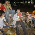 los músicos ensayando para el fogón