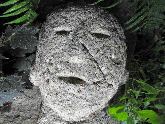 Une tête sculptée des temps antiques (France), réédition pour le plaisir