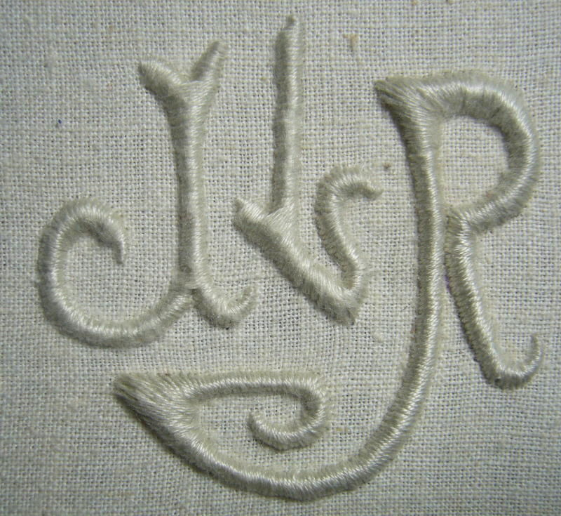 JLR, 5 cm de haut,