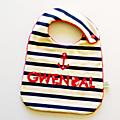 Bavoir garçon personnalisé prénom gwendal baptême style marin rayé bleu marine navy rouge ancre cadeau bébé original personnalisable couleurs personalized bib baby gift