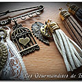 Broches ponpons cuir
