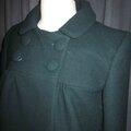 Manteau court EDMEE en lainage vert bouteille - double boutonnage, col claudine, manches trois quart - doublure de satin assortie - boutons recouverts dasn le même tissu - taille 42 (5)