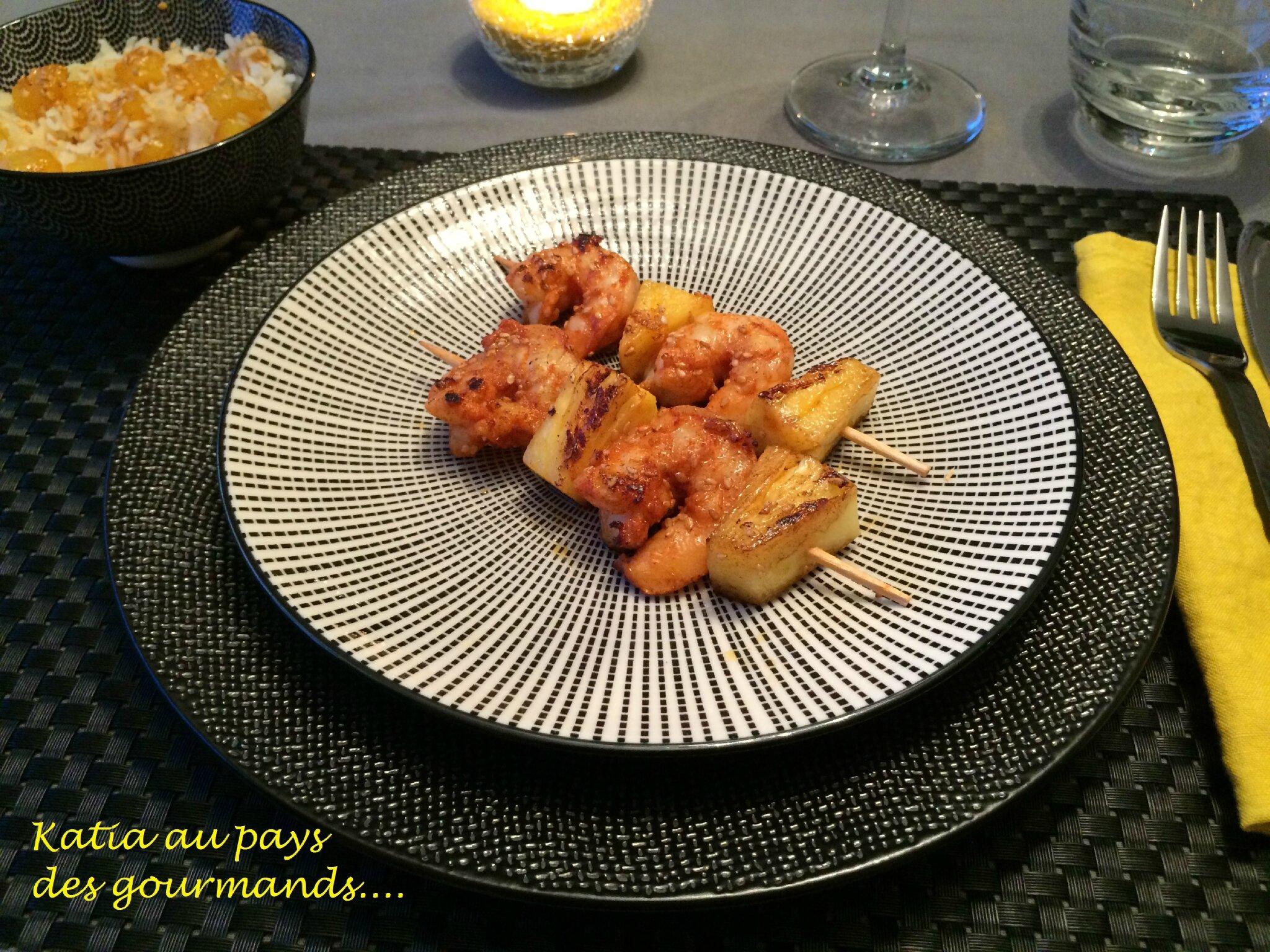 Brochettes d'Ananas rôti et de gambas marinées au tandoori et piment doux
