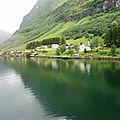 Le long du fjord Naeroyfjord, Norvège