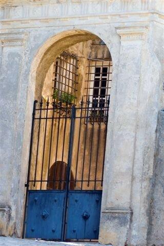 Portail d'entrée d'une maison patricienne.Copyright Olivier GOME