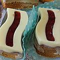 <b>Biscuits</b> vague coque chocolat blanc gelée de fraise