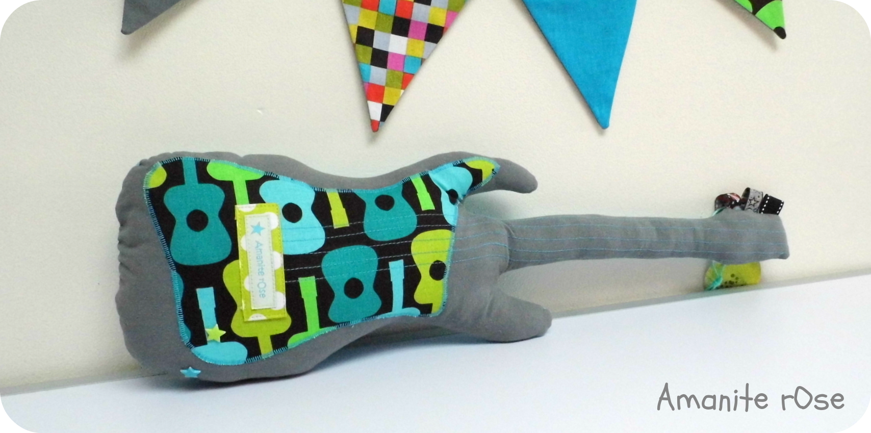 Coussin Guitare basse grise