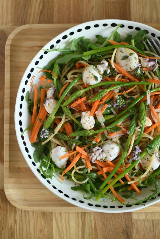 Salade pâtes, roquette, asperges des bois, carotte, calmar & thym_1