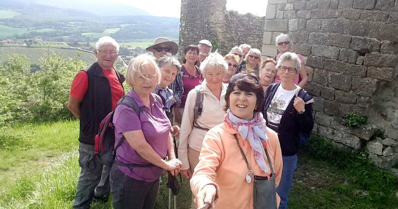 groupe photo en haut du chateau