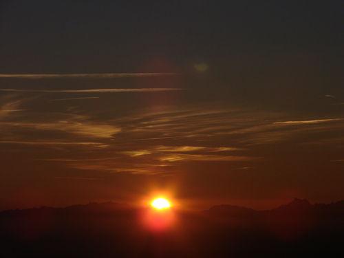 2008 09 08 Le soleil se lève devant les Alpes au sommet du Mont Mézenc