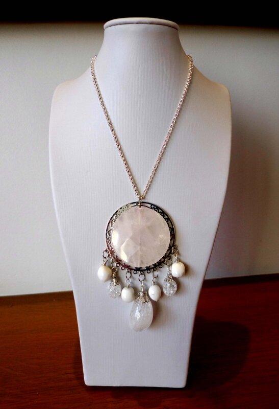 collier QUARTZ ROSE, cristal de roche et nacre 56€