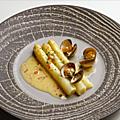 Marmite de coques et d'asperges blanches au dîner