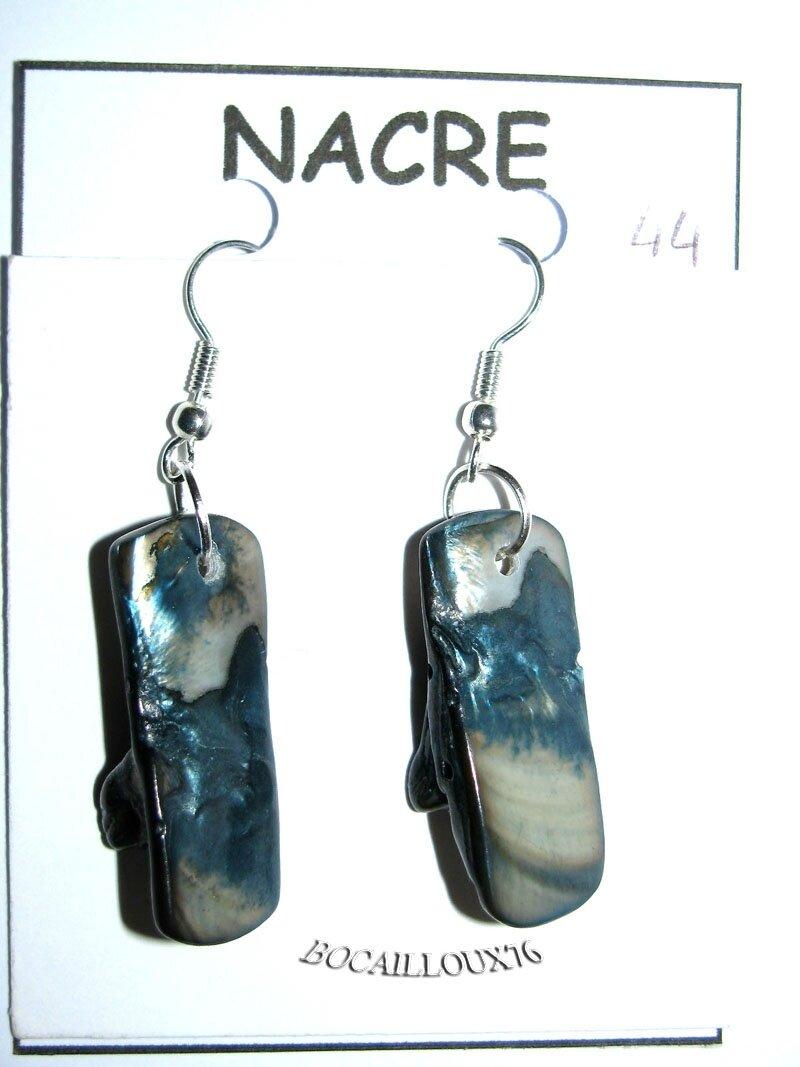 BOUCLE OREILLE NACRE BLEUE 44