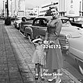 jayne-1954-LA-NBC_building-with_daughter-by_gene_lester-1