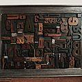 Cadre récup' couleur plomb, composition avec anciennes lettres d'imprimerie en bois