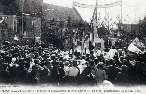 Inauguration monument aux morts
