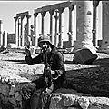 Palmyra soldier peace sign