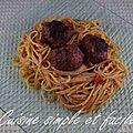 Spaghettis aux boulettes de viande et pesto rosso